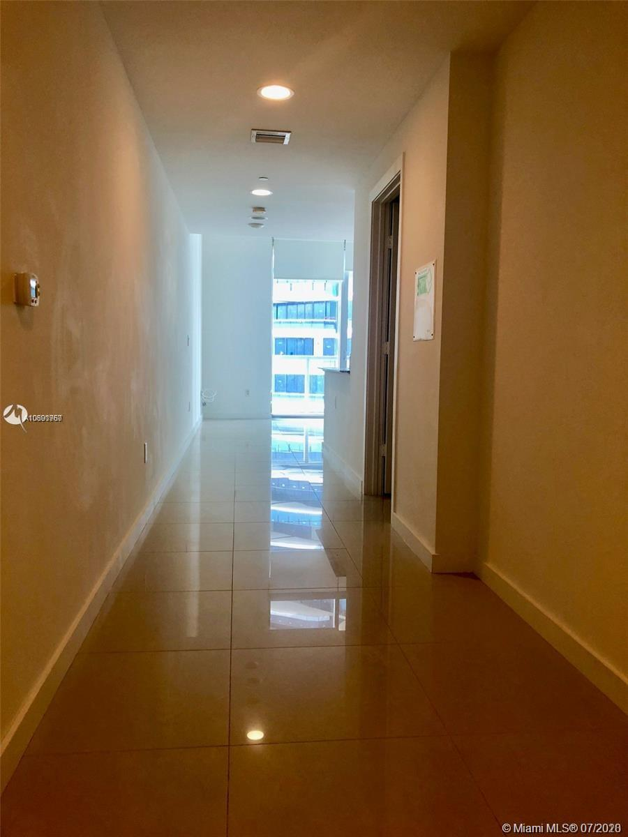 1050 Brickell Ave #2216 photo010