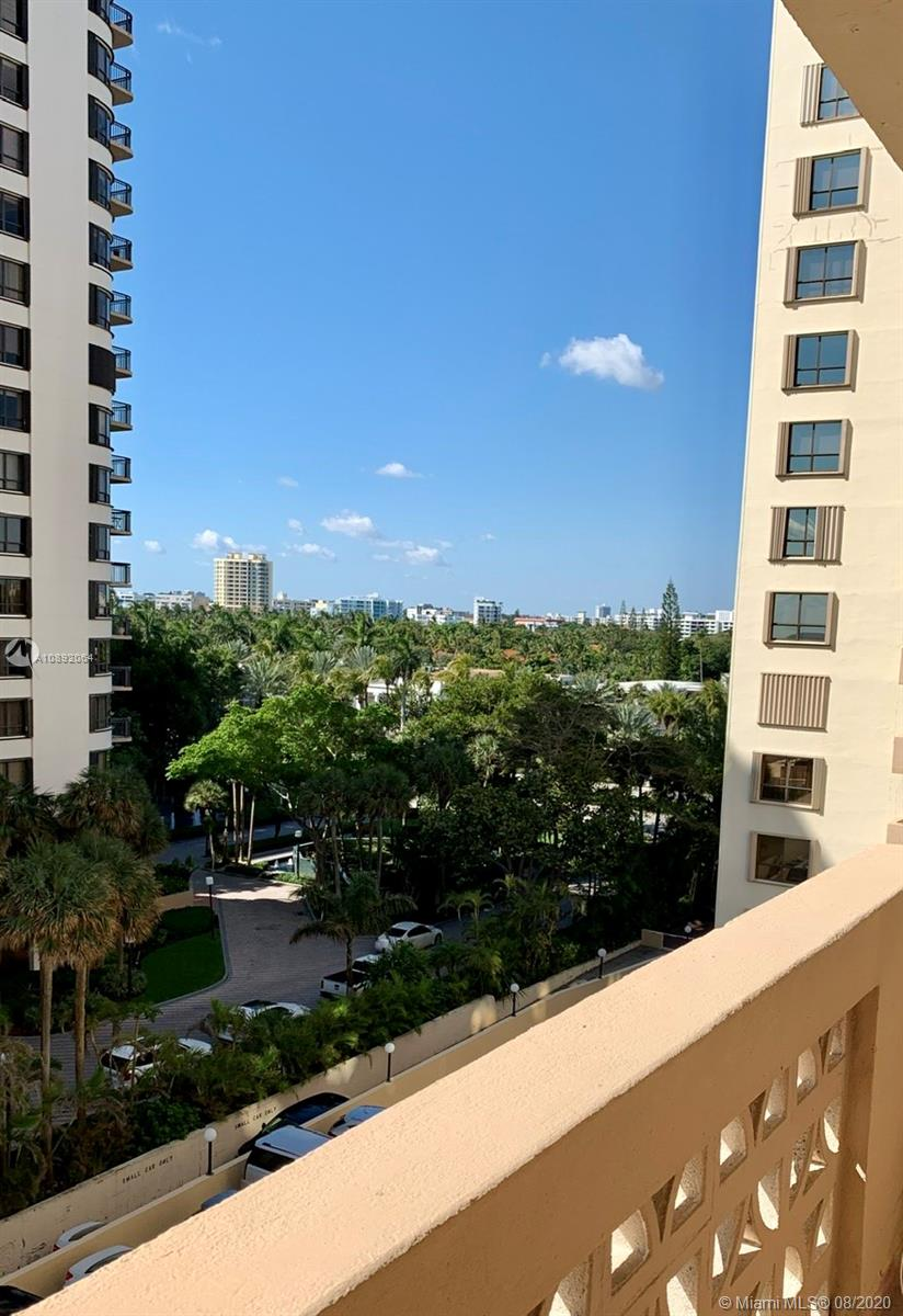 10185 Collins Ave #712 photo02