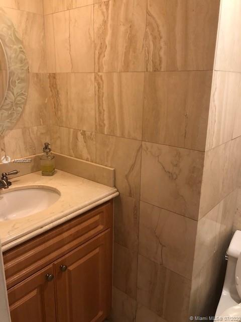 10185 Collins Ave #423 photo05