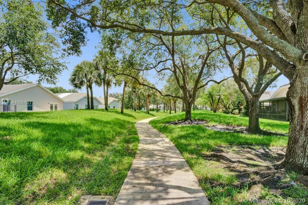 Forest Ridge - 9125 S Lake Park Cir S, Davie, FL 33328