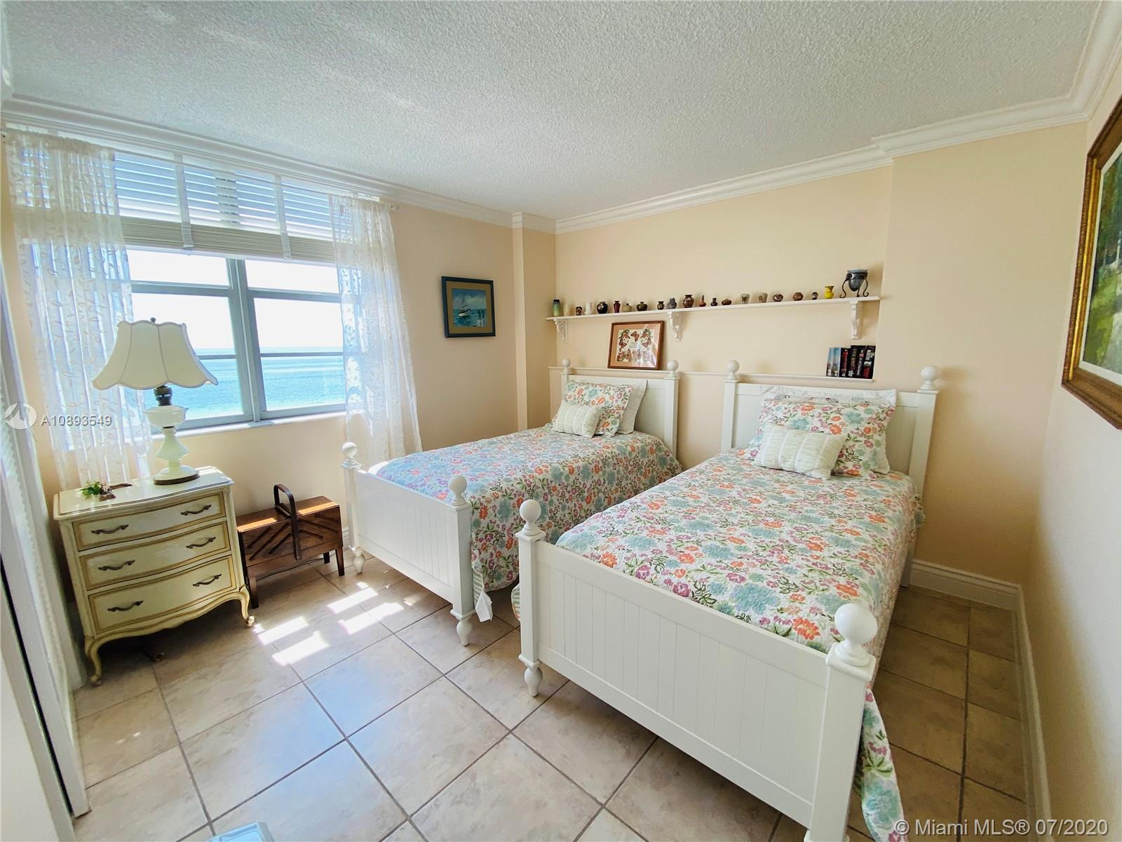 5701 Collins Ave #914 photo08
