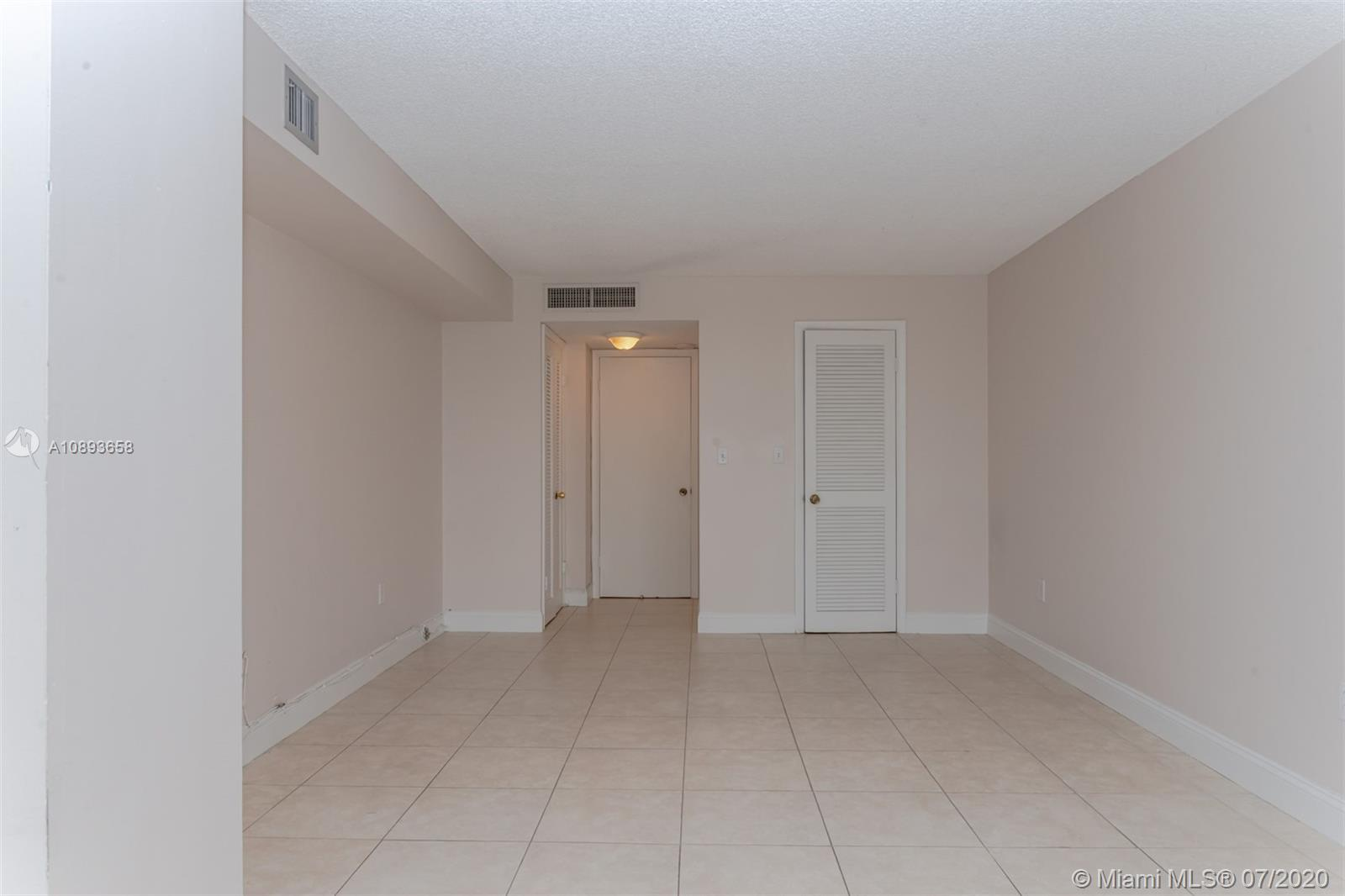 6423 Collins Ave #209 photo02