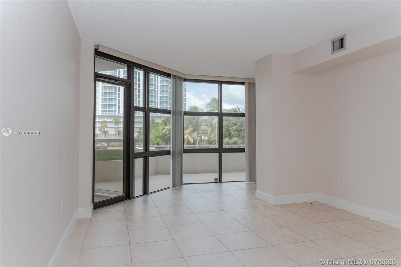 6423 Collins Ave #209 photo03