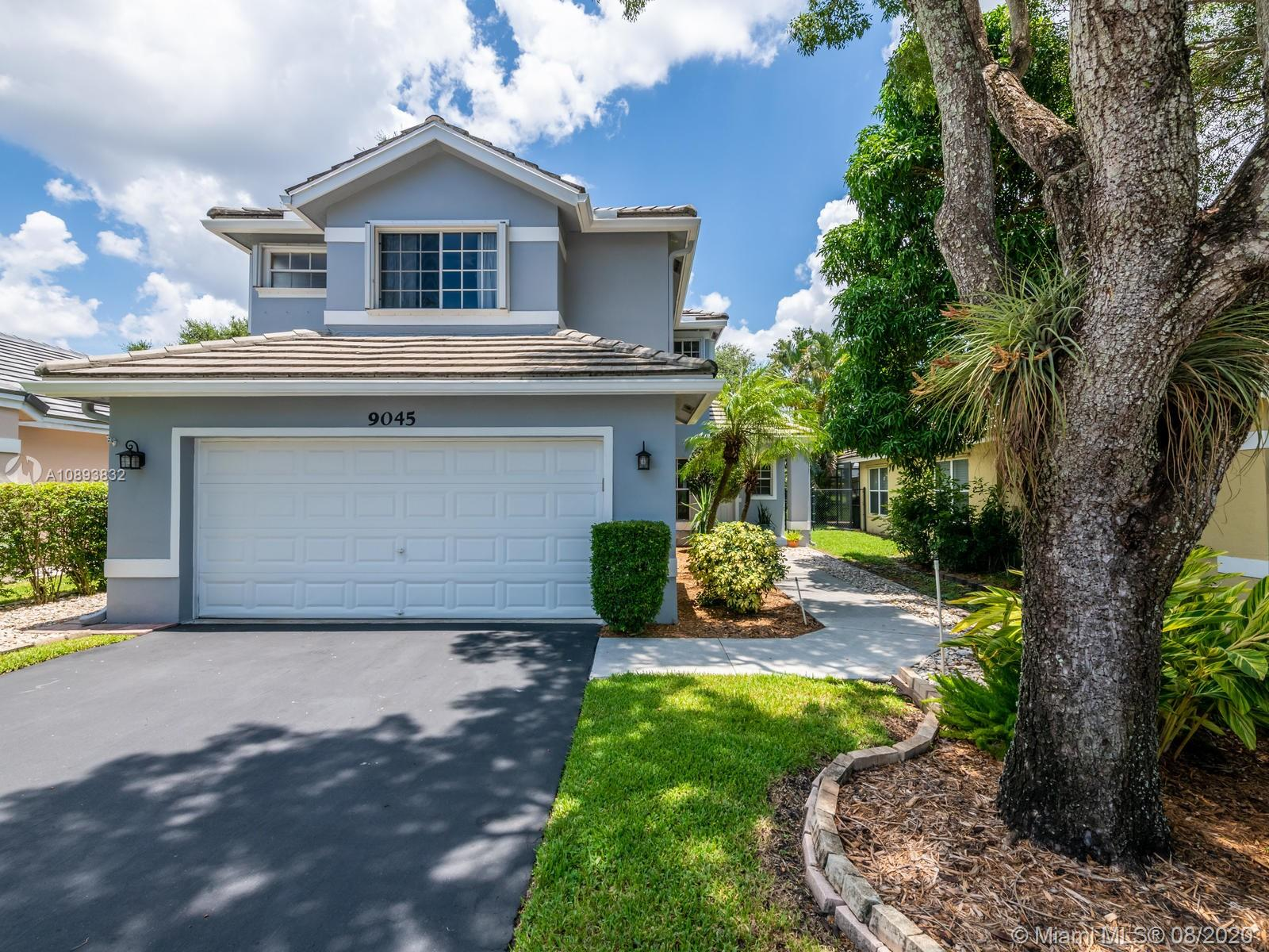 Forest Ridge - 9045 Lake Park Cir S, Davie, FL 33328