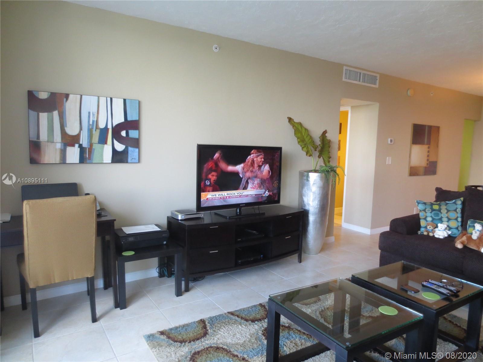 Residences on Hollywood #904 photo14