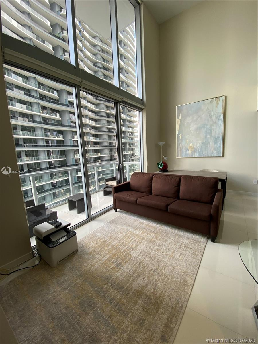 1050 Brickell Ave #2818 photo01