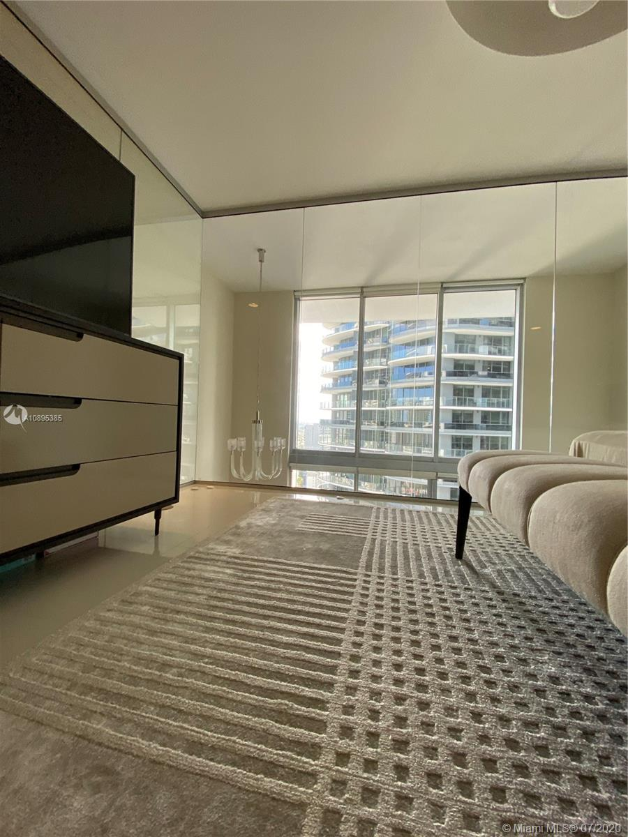 1050 Brickell Ave #2818 photo028