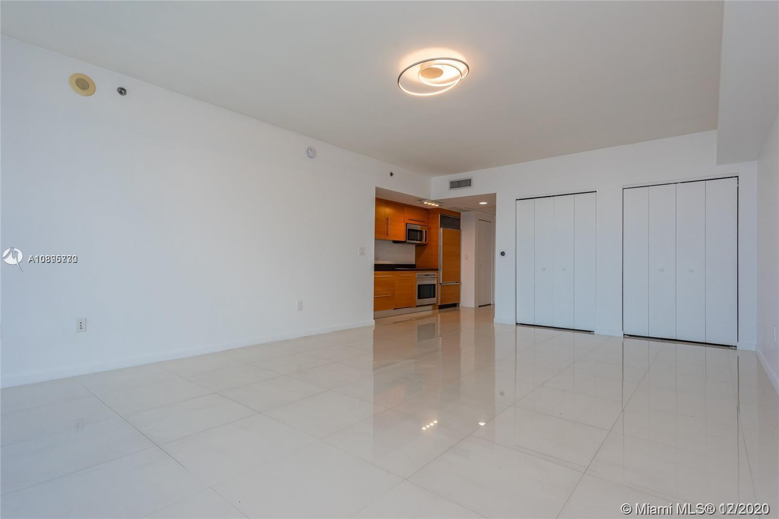 475 BRICKELL AVENUE #4710 photo05