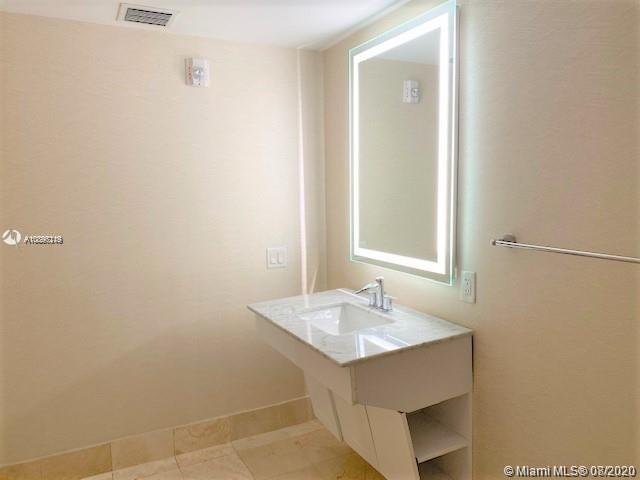 17375 Collins Ave #1406 photo09