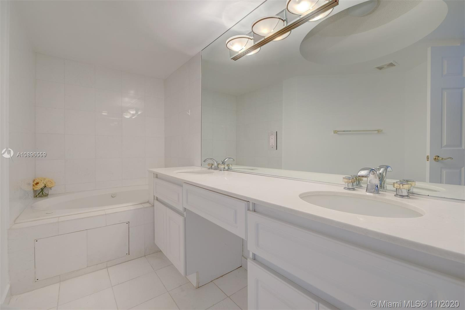 6301 Collins Ave #1108 photo014