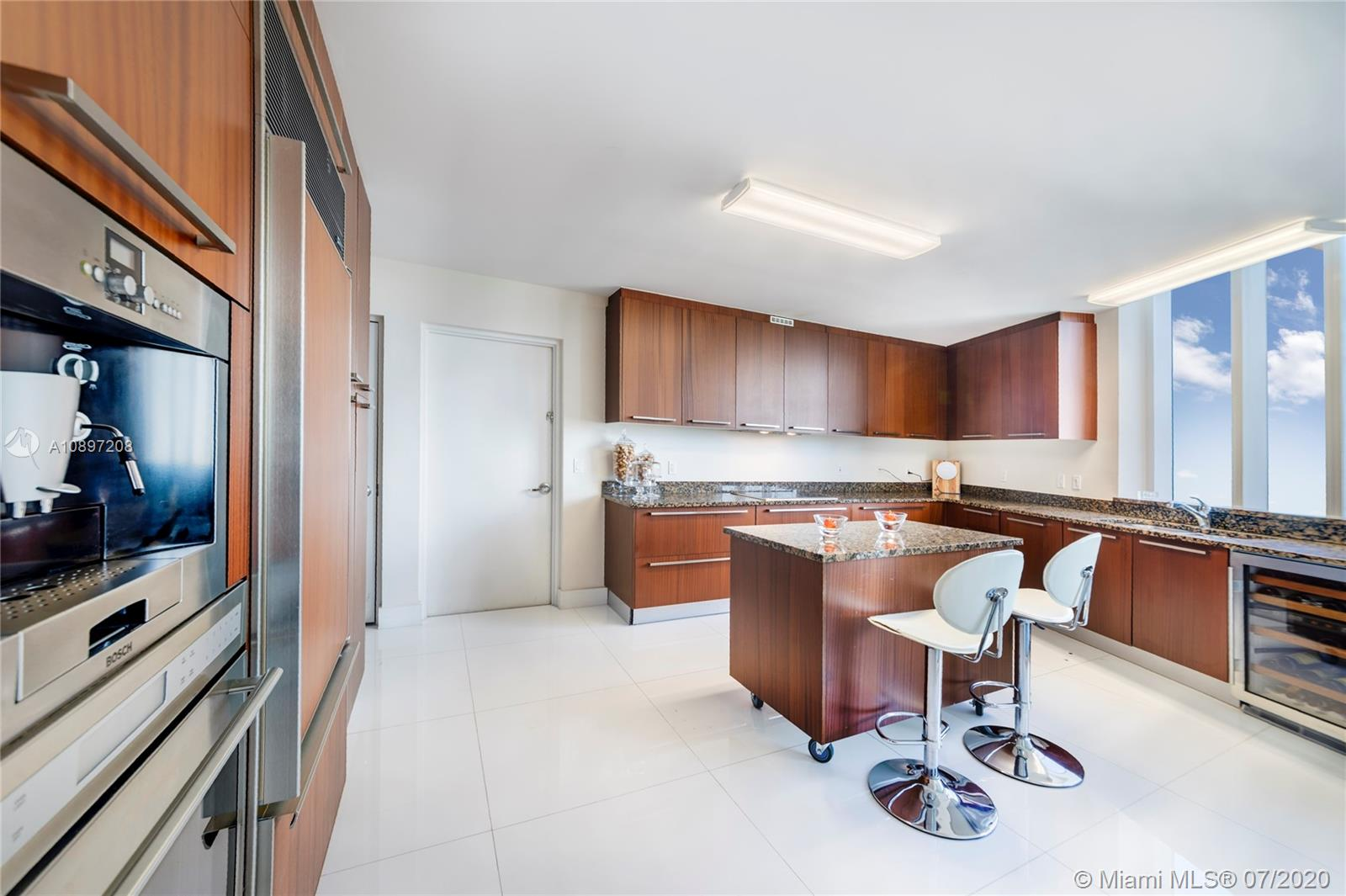 15811 Collins Ave #804 photo019