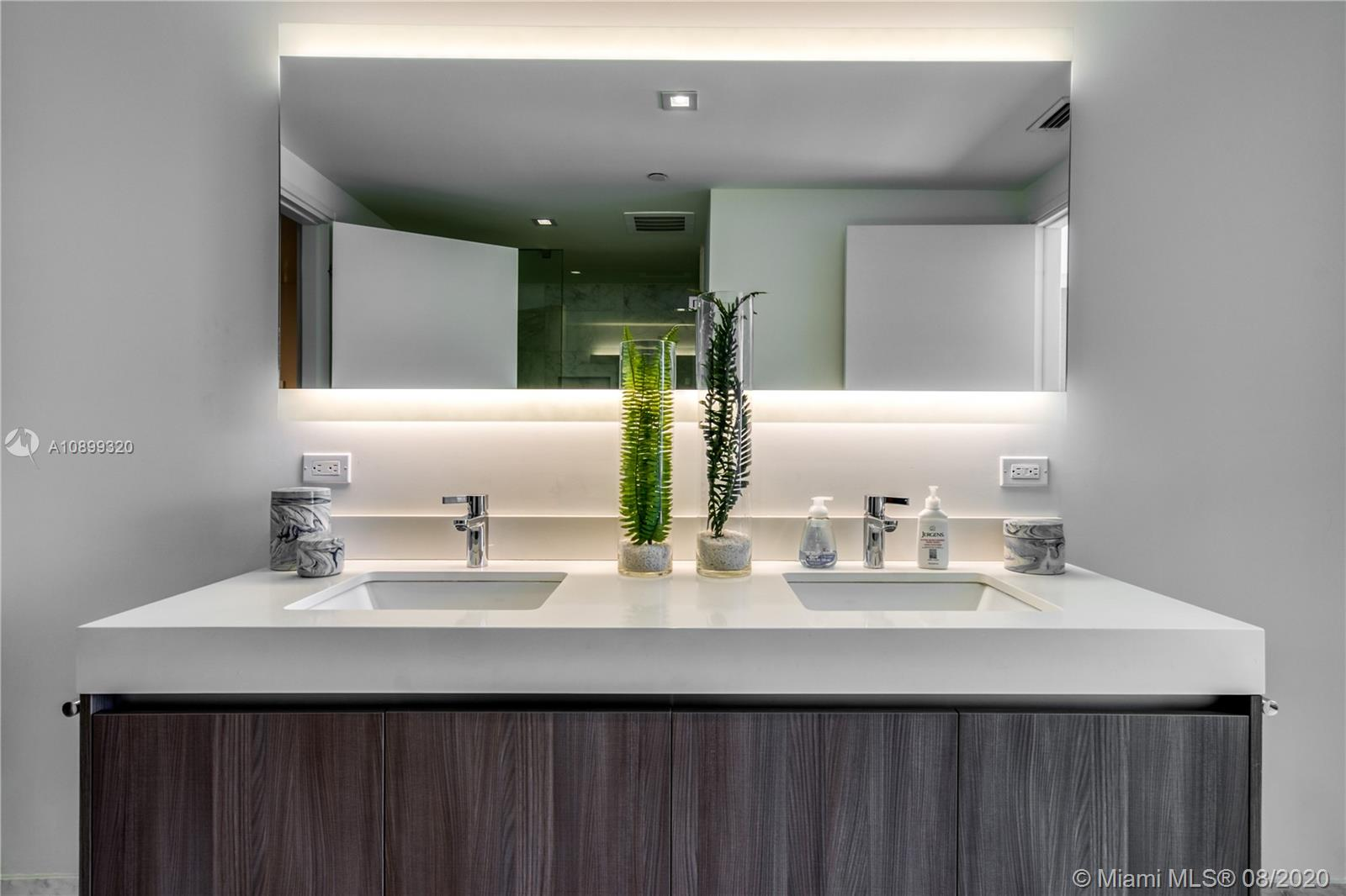 Gale Residences #613 photo23