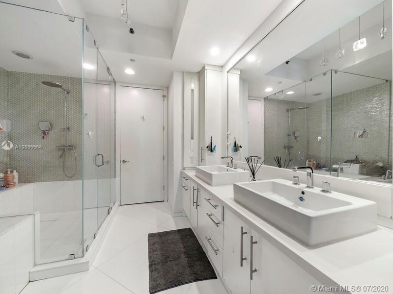 100 S Pointe Dr #1506 photo03