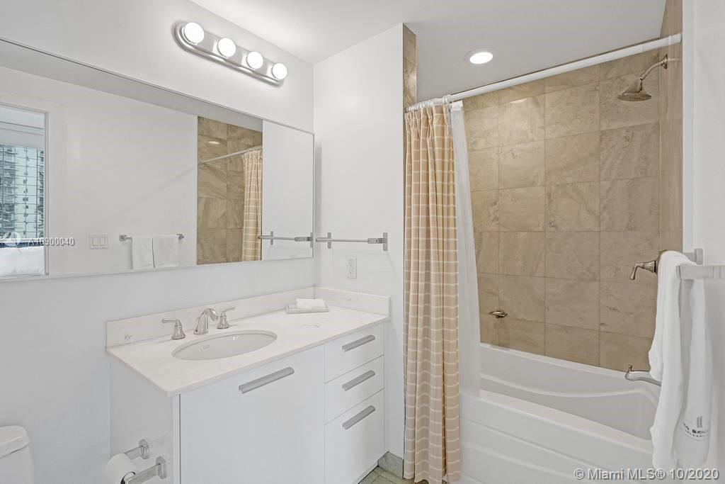 1060 Brickell Ave #1411 photo023