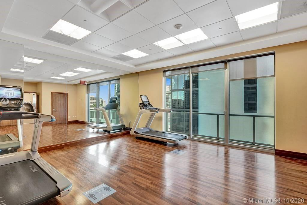 1060 Brickell Ave #1411 photo036