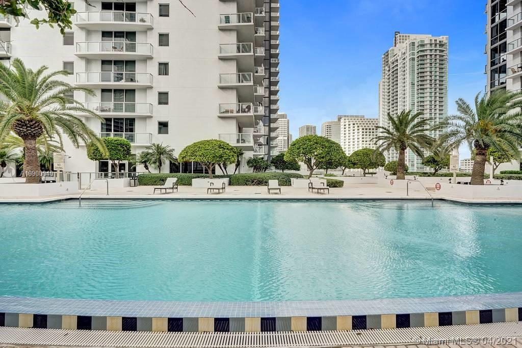 1060 Brickell Ave #1411 photo032