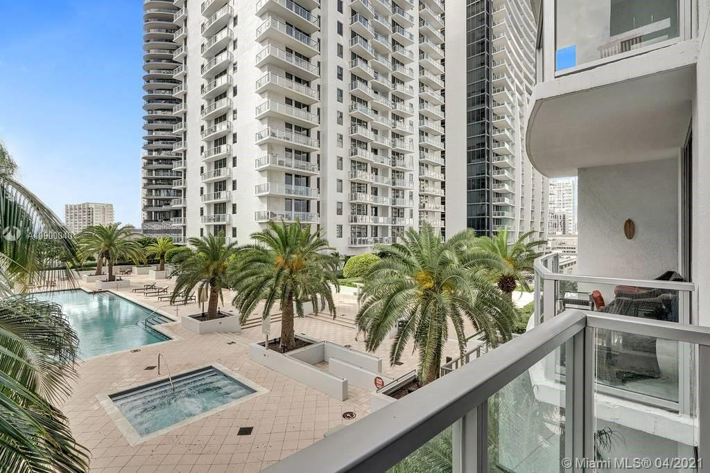 1060 Brickell Ave #1411 photo018