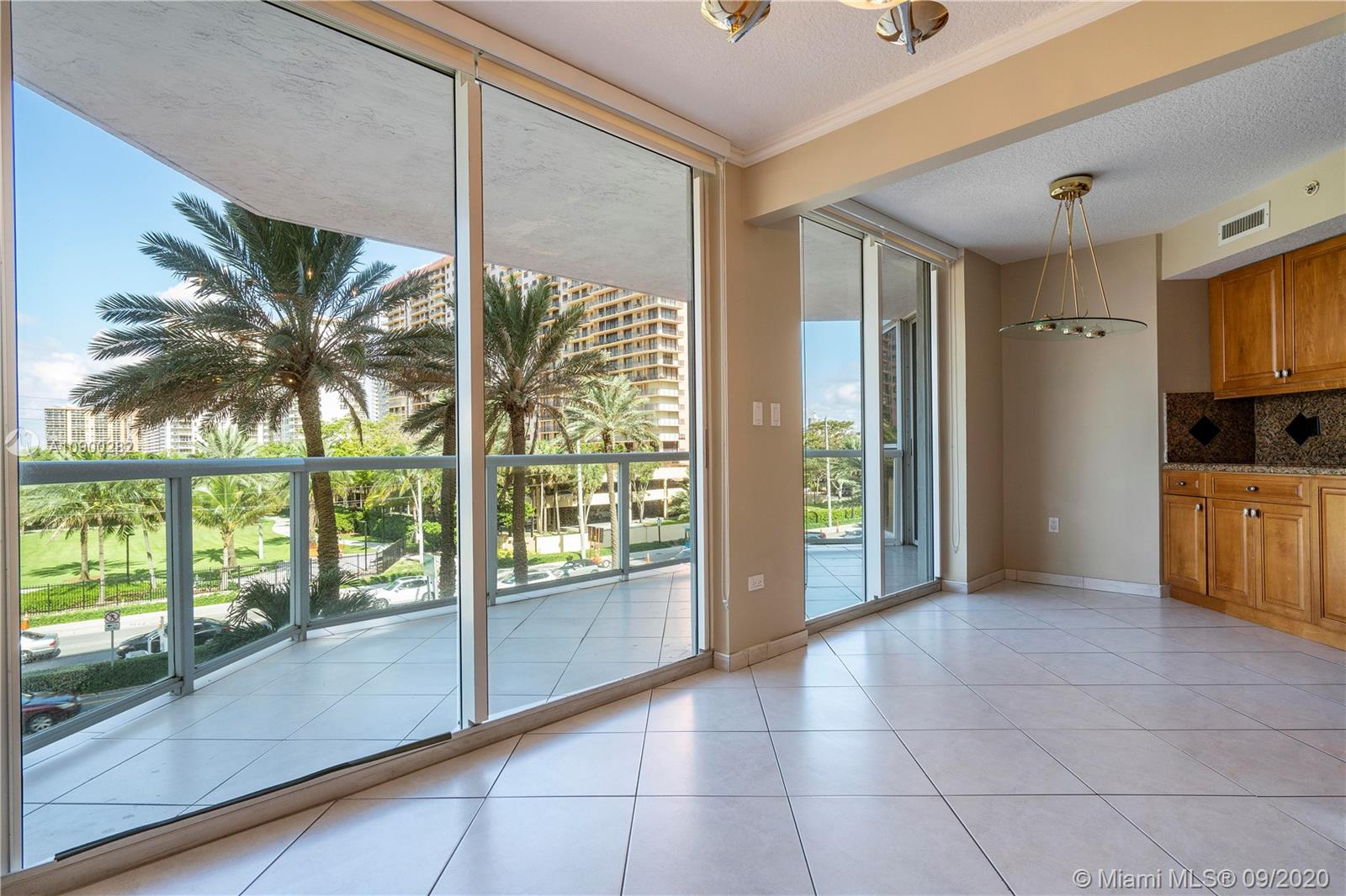 17275 W Collins Ave #301 photo016