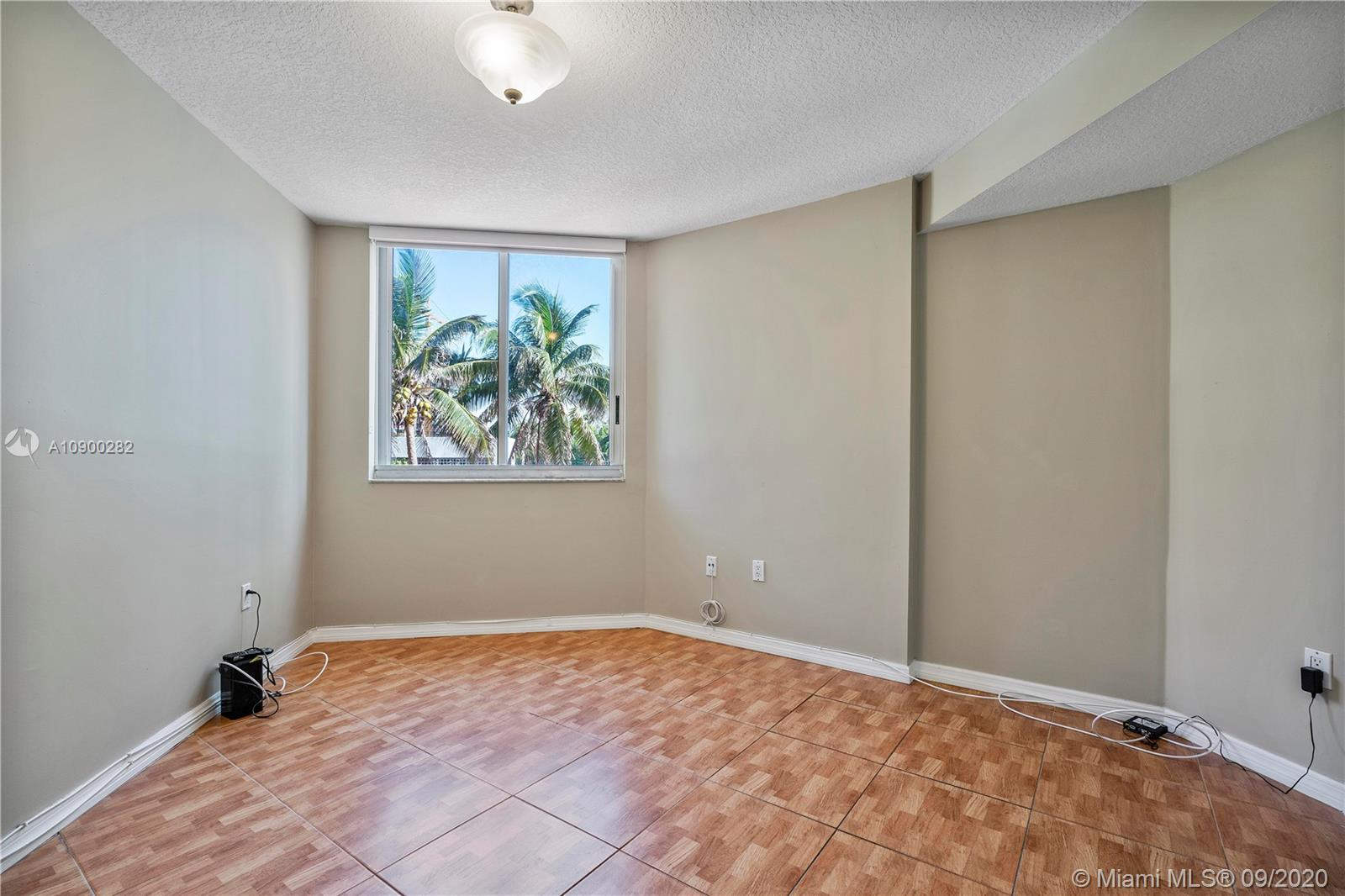 17275 W Collins Ave #301 photo029