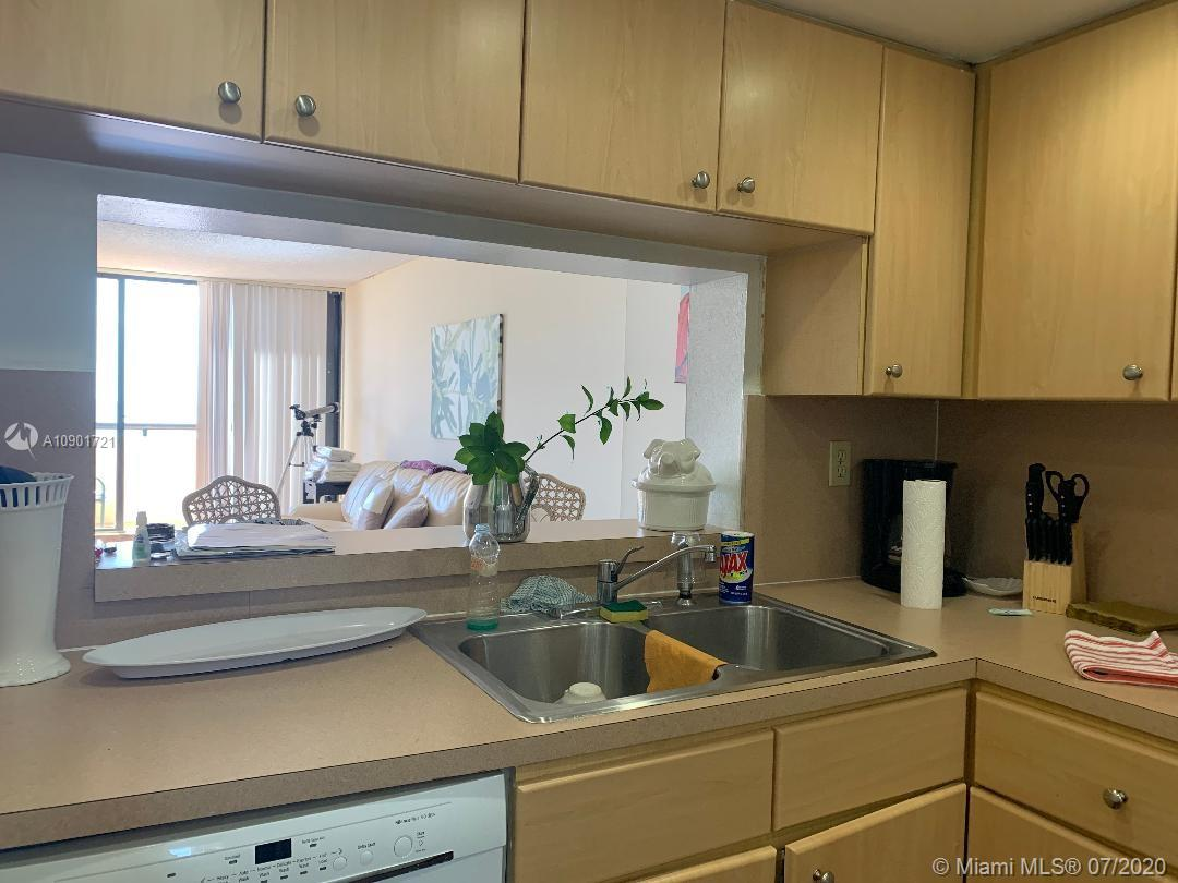2555 Collins Ave #403 photo08