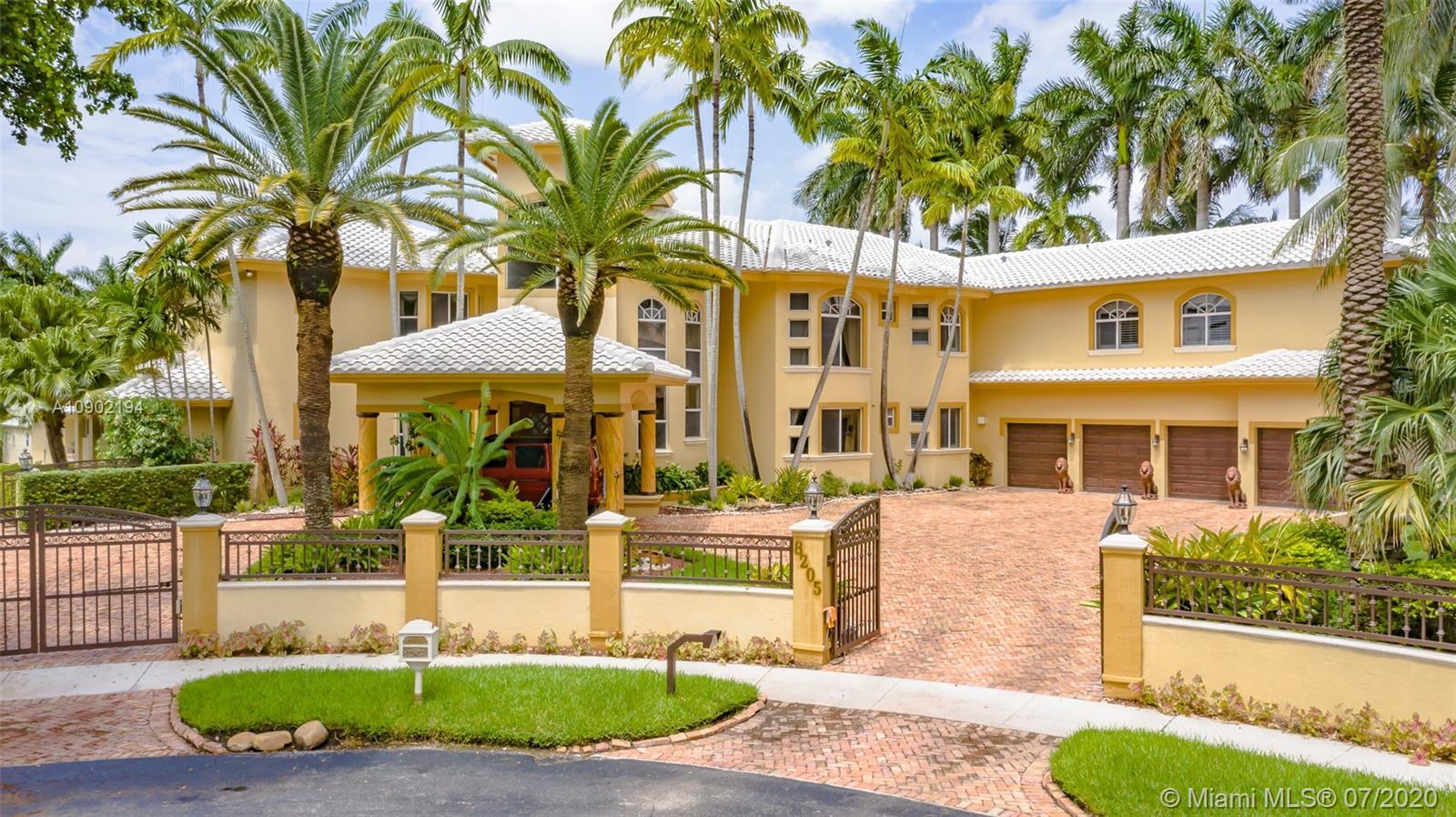 Miami Lakes - 8205 NW 157th Ter, Miami Lakes, FL 33016