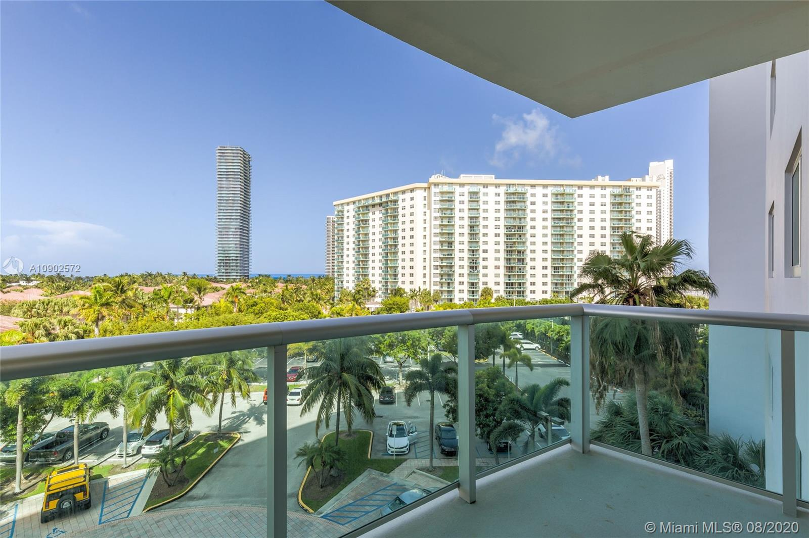 19380 Collins Ave #518 photo01