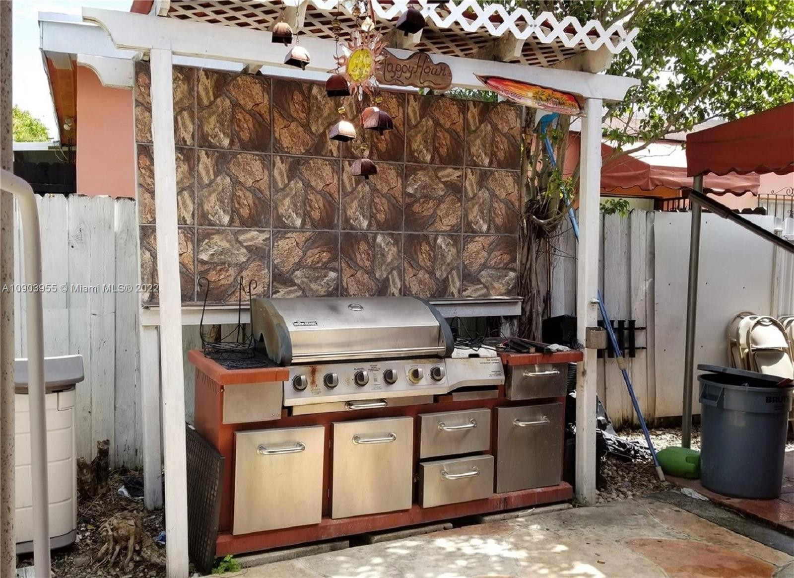 8675 SW 29th St photo031