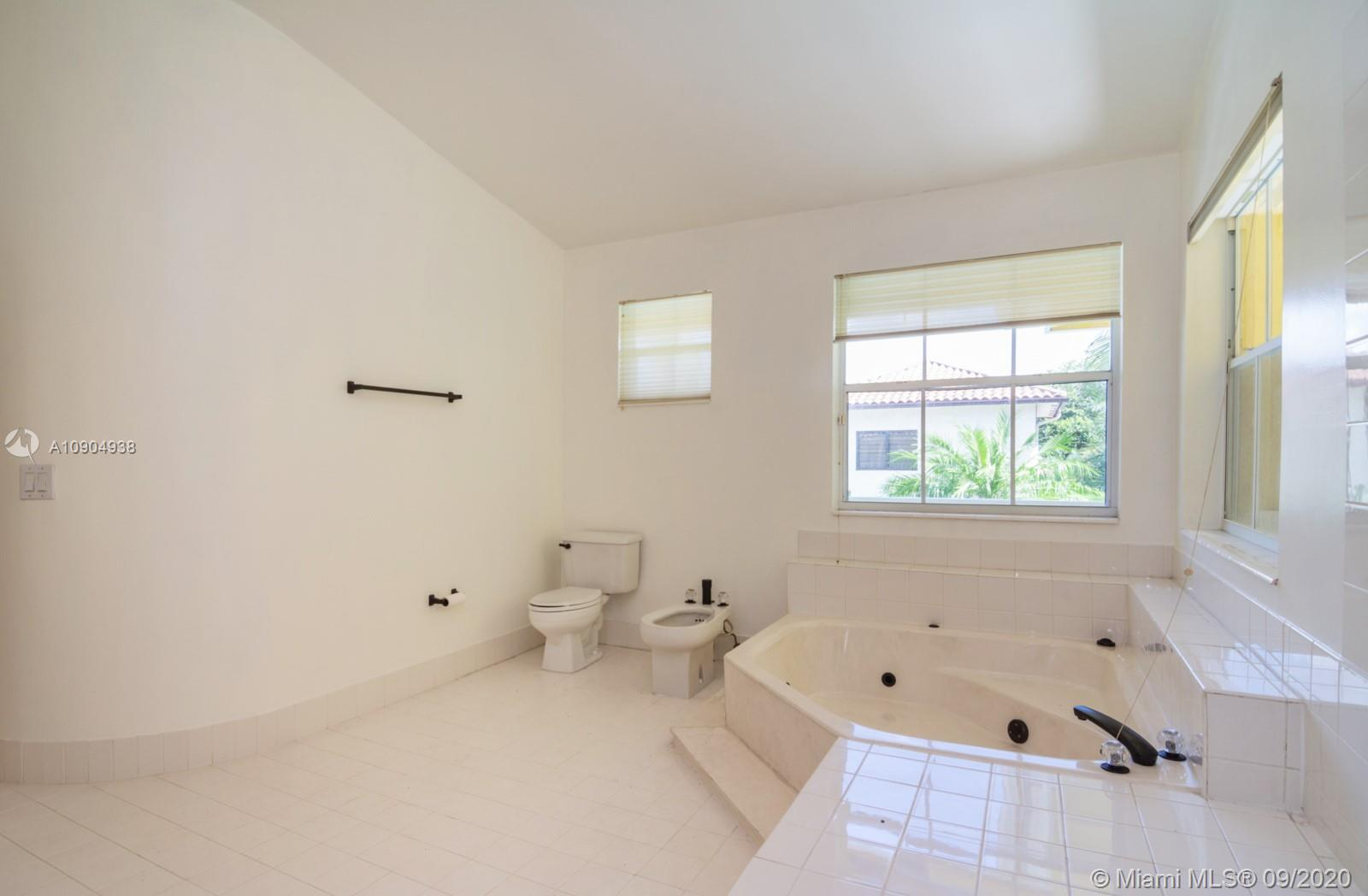8265 NW 161st Ter photo015