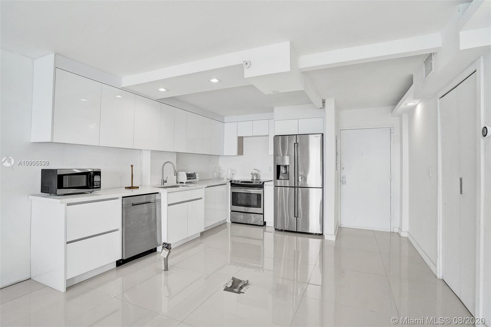 2625 Collins Ave #1504 photo02