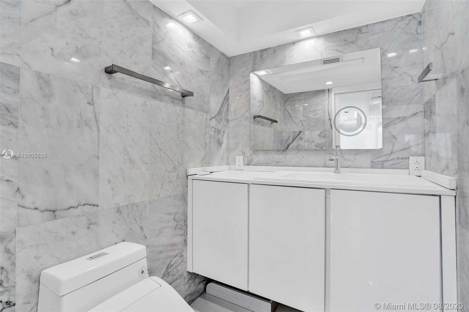 2625 Collins Ave #1504 photo06