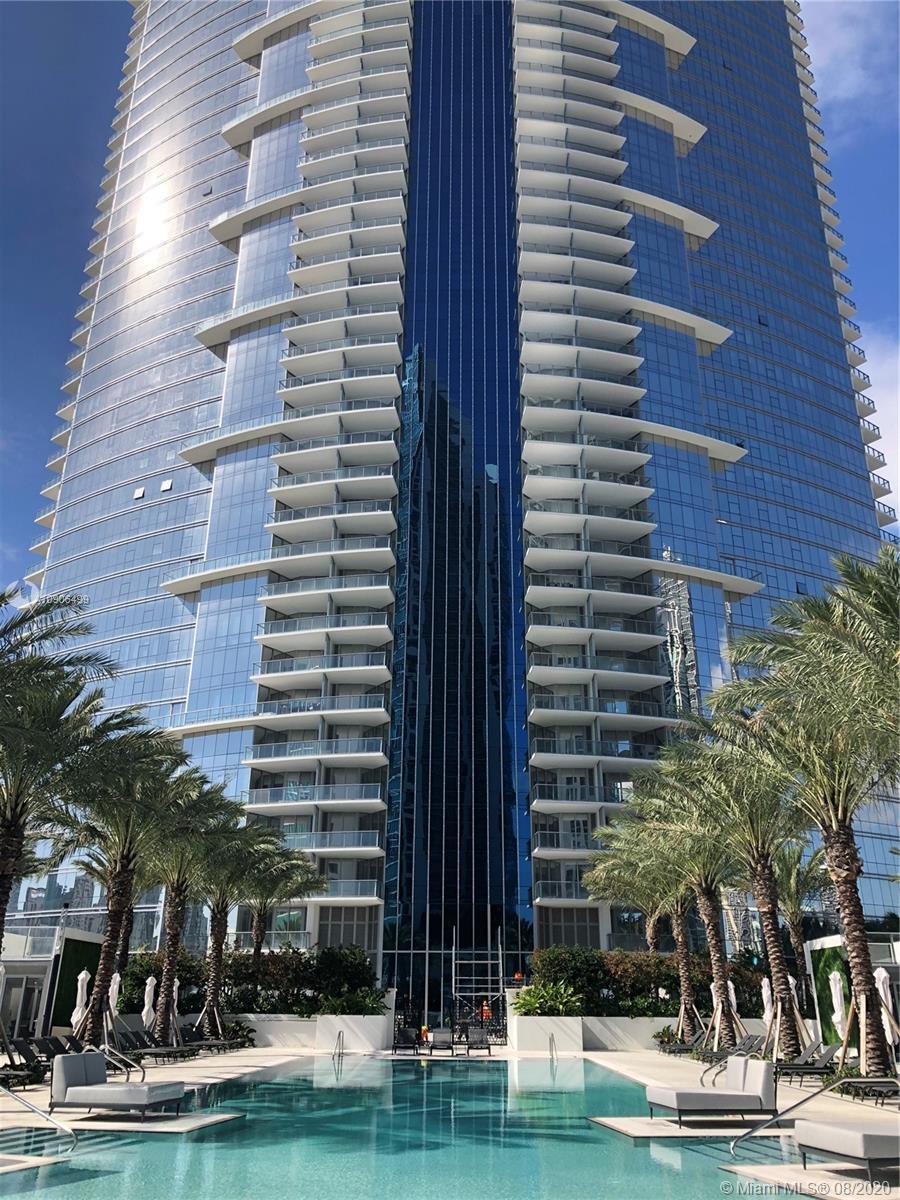 Paramount Miami Worldcenter #3804 photo01