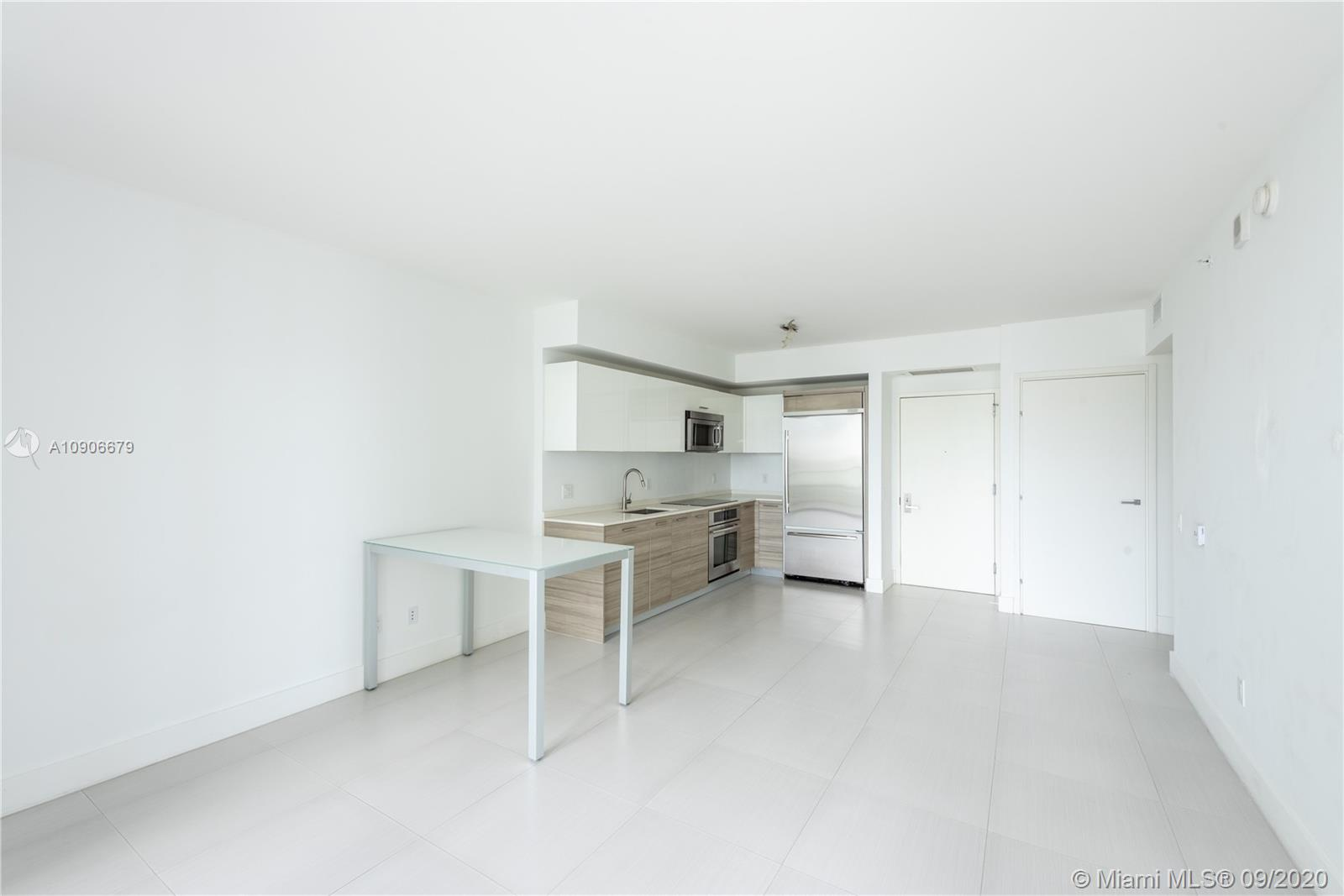 1300 Brickell Bay Dr #1208 photo05