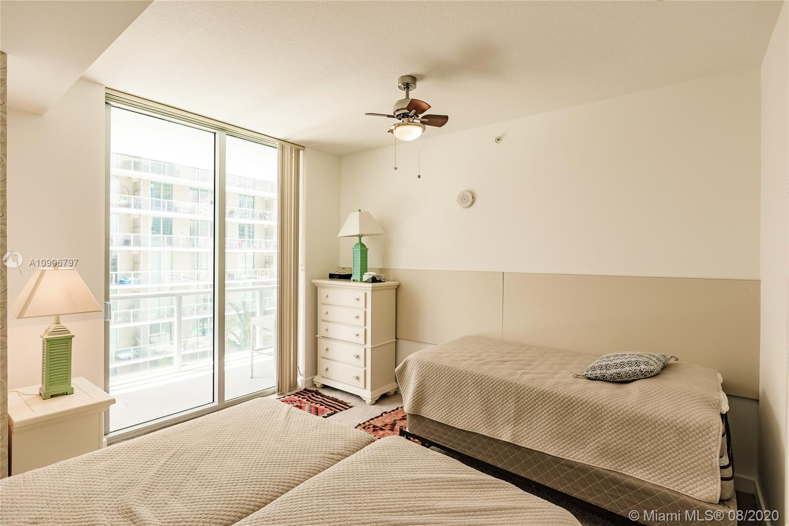 1111 SW 1st Ave #1414-N photo023