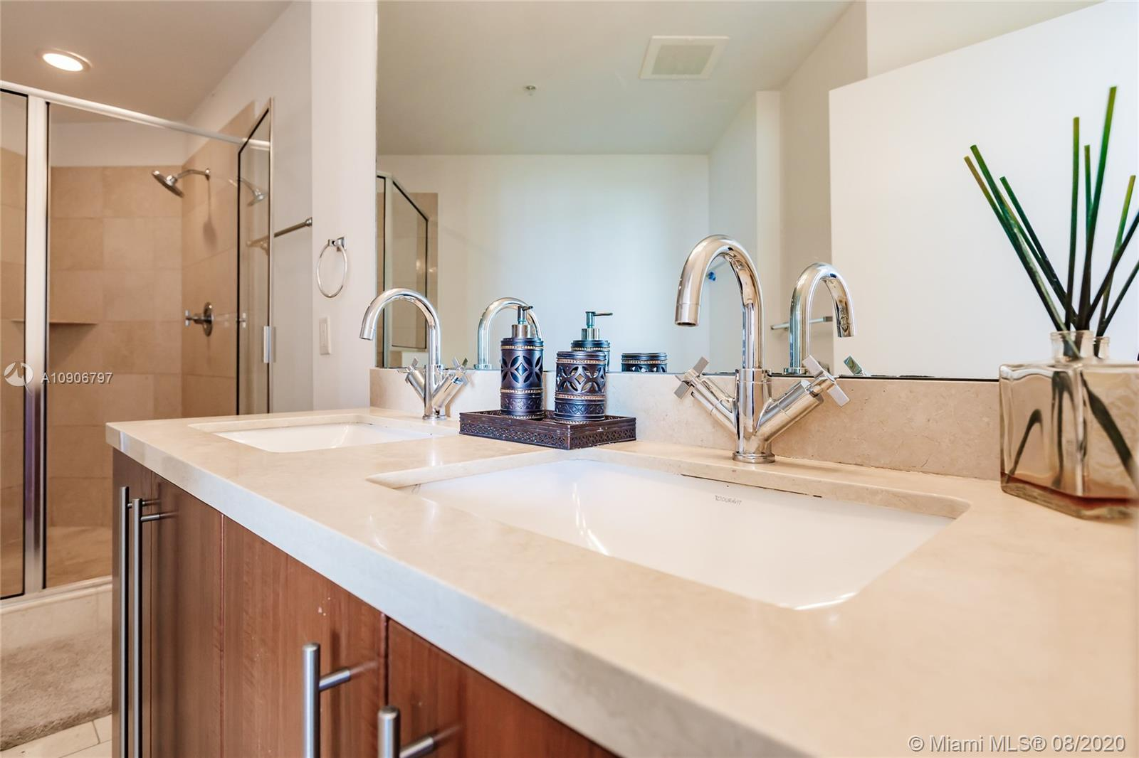 1111 SW 1st Ave #1414-N photo020