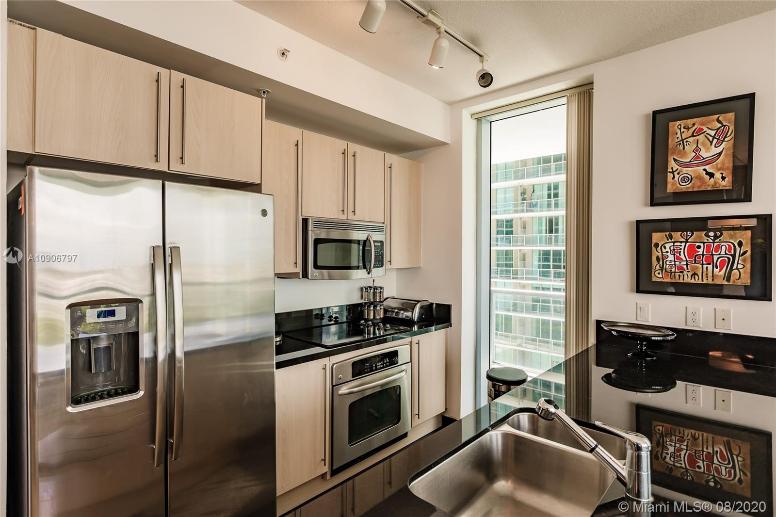 1111 SW 1st Ave #1414-N photo08