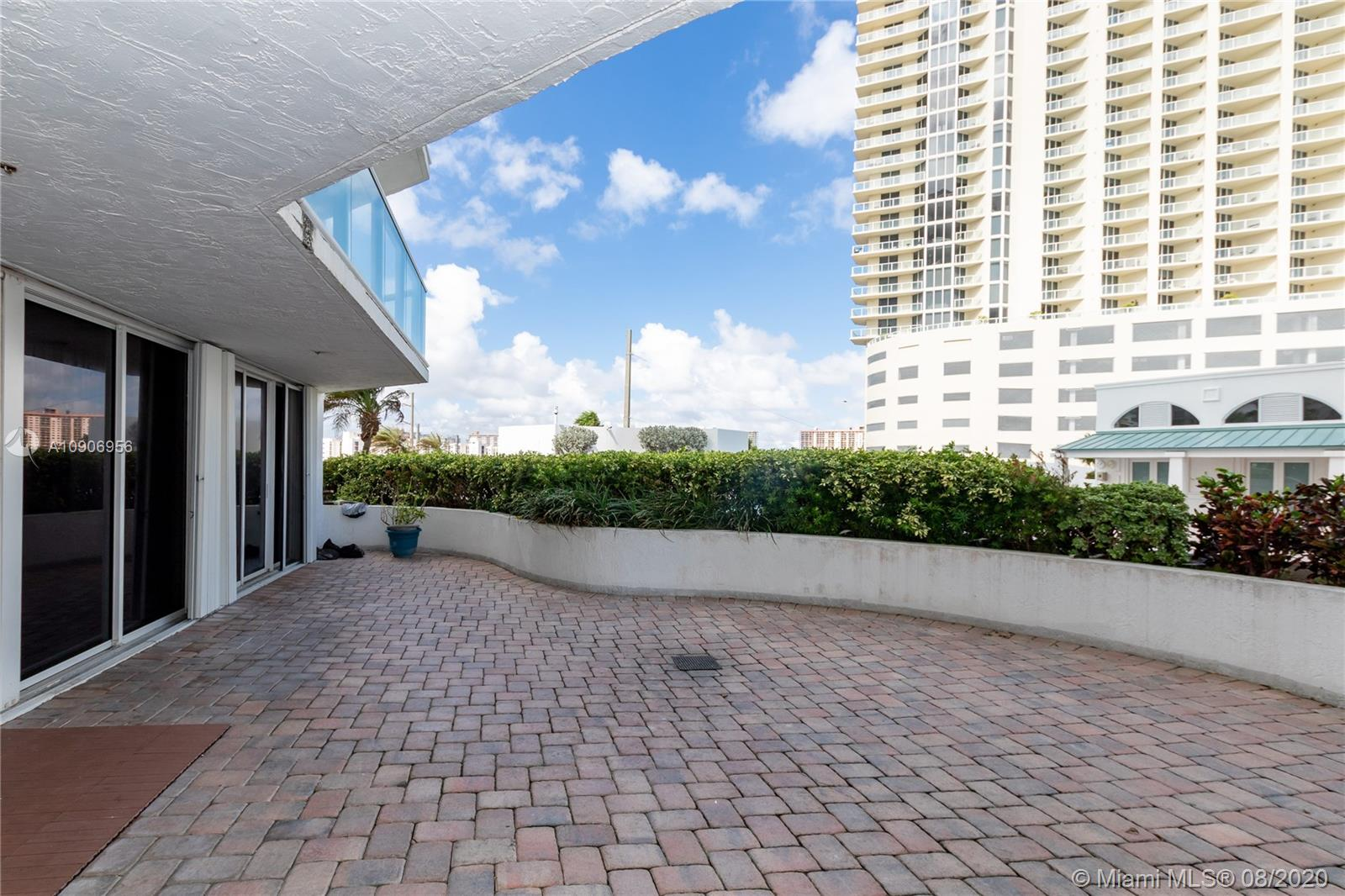 16485 Collins Ave #434 photo09