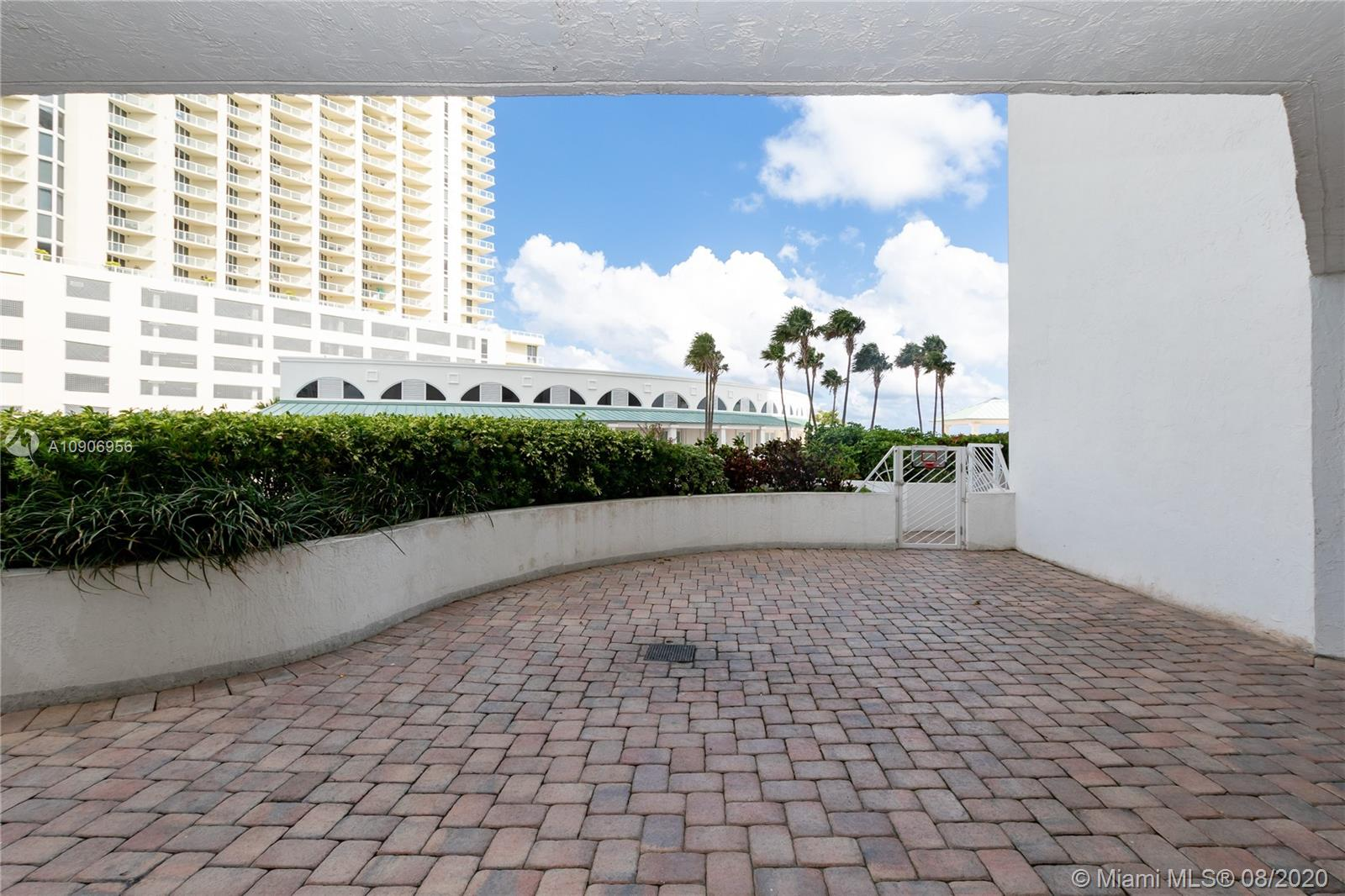 16485 Collins Ave #434 photo08