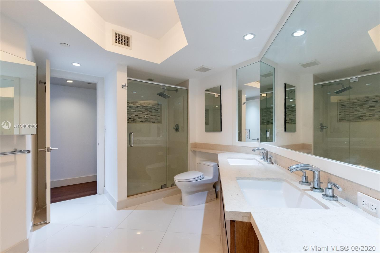 16485 Collins Ave #434 photo021