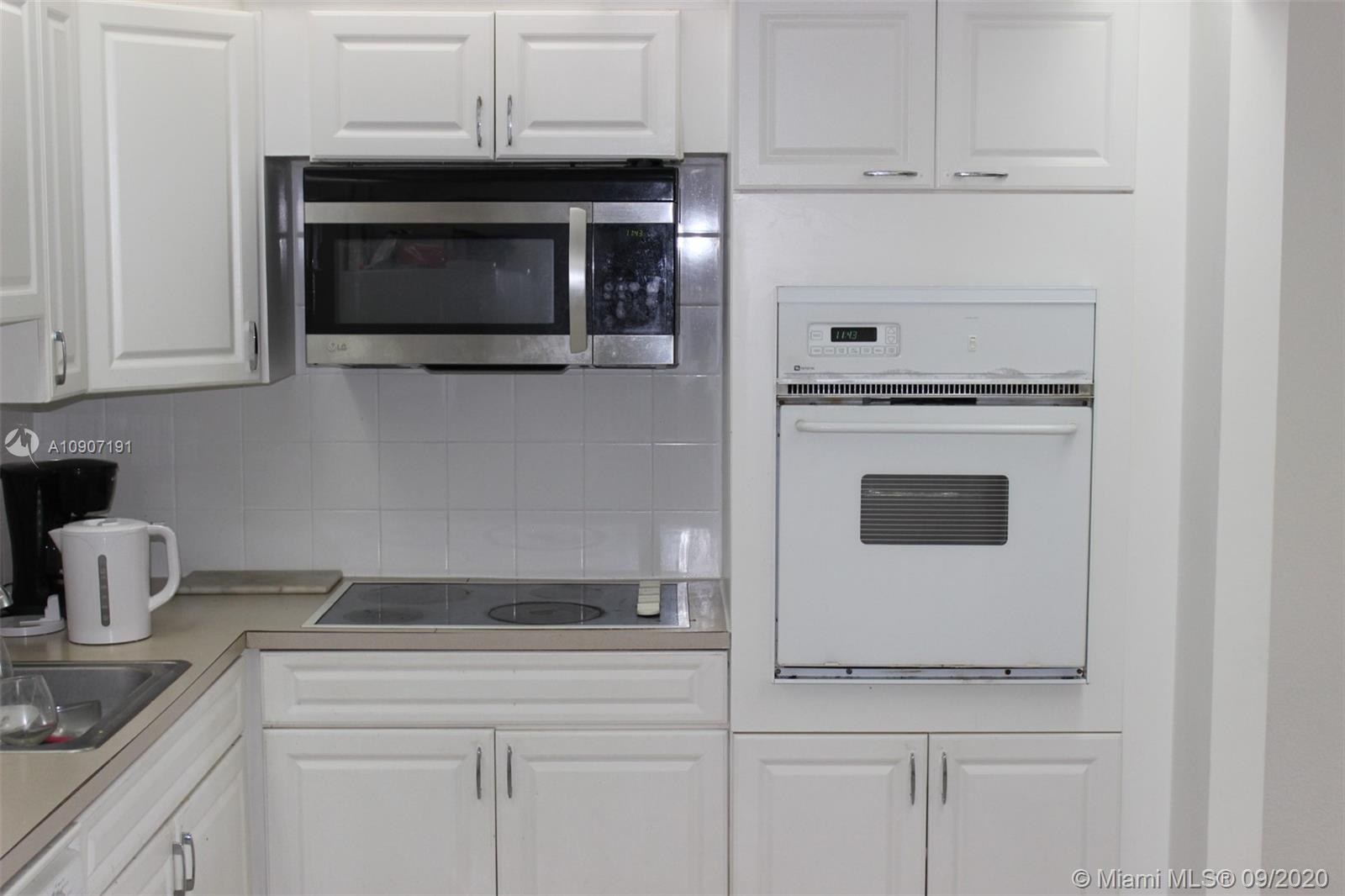 19390 Collins Ave #209 photo02