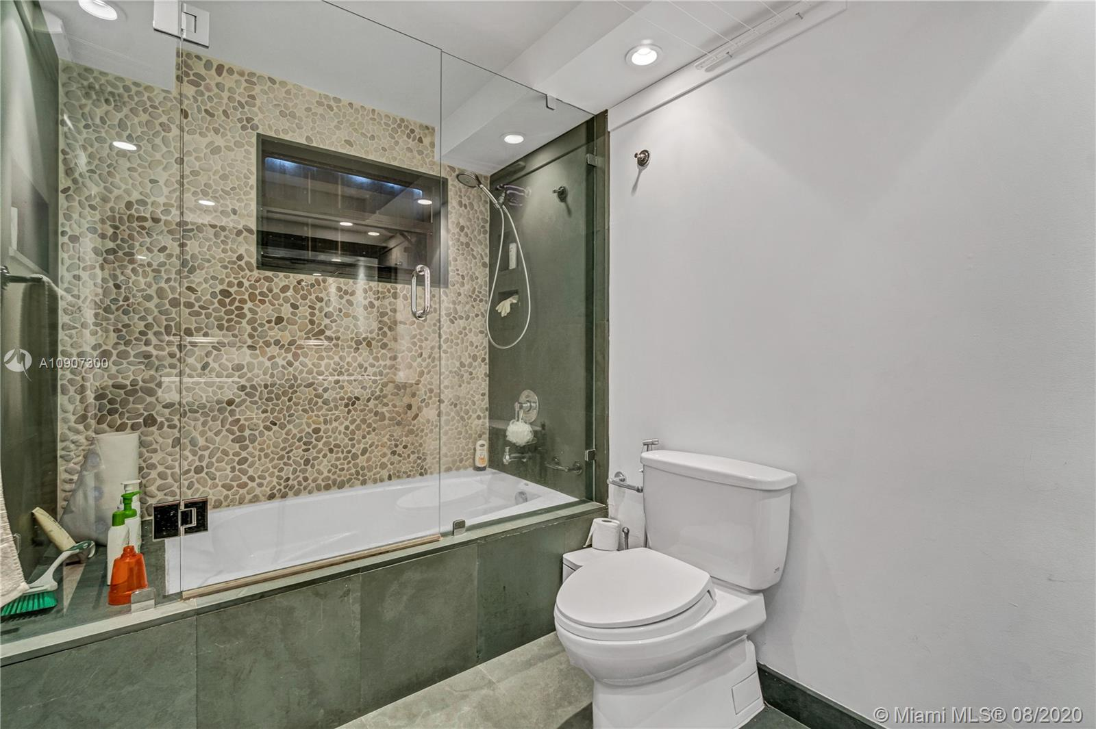 2625 Collins Ave #1808 photo016
