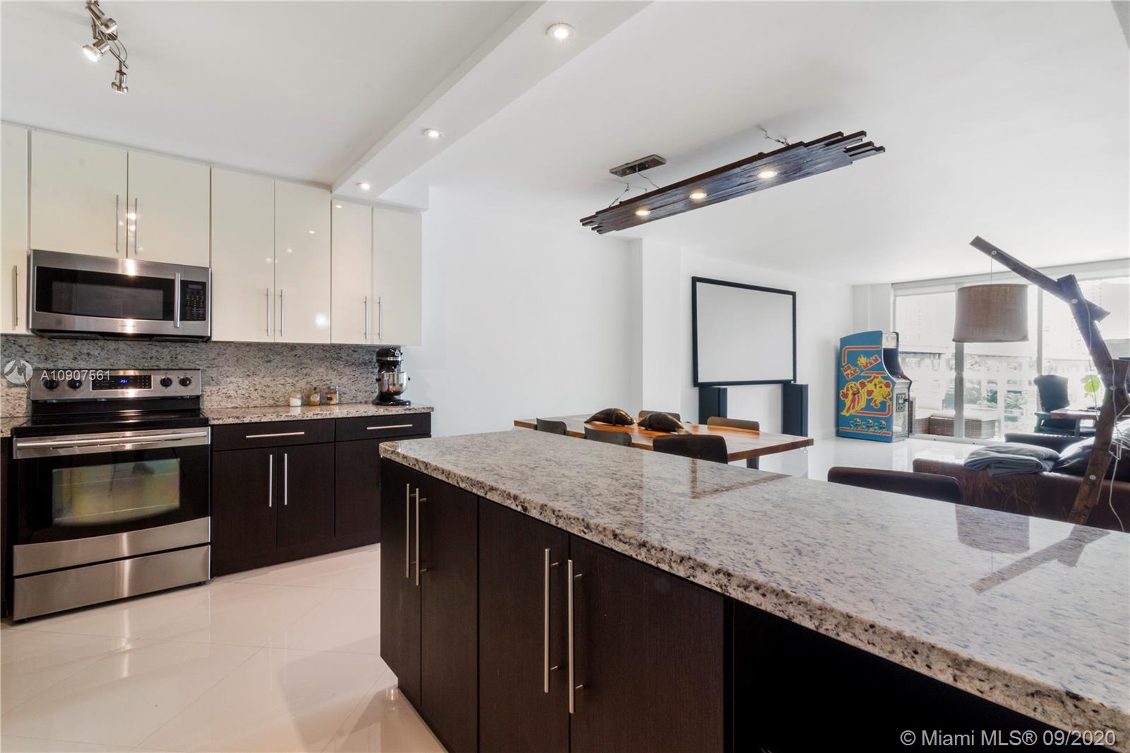 19390 Collins Ave #509 photo01