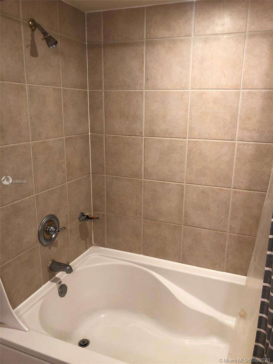 19501 W Country Club Dr #401 photo07