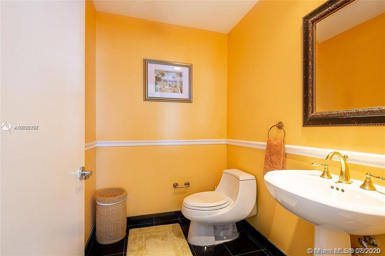 300 S Pointe Dr #904 photo05