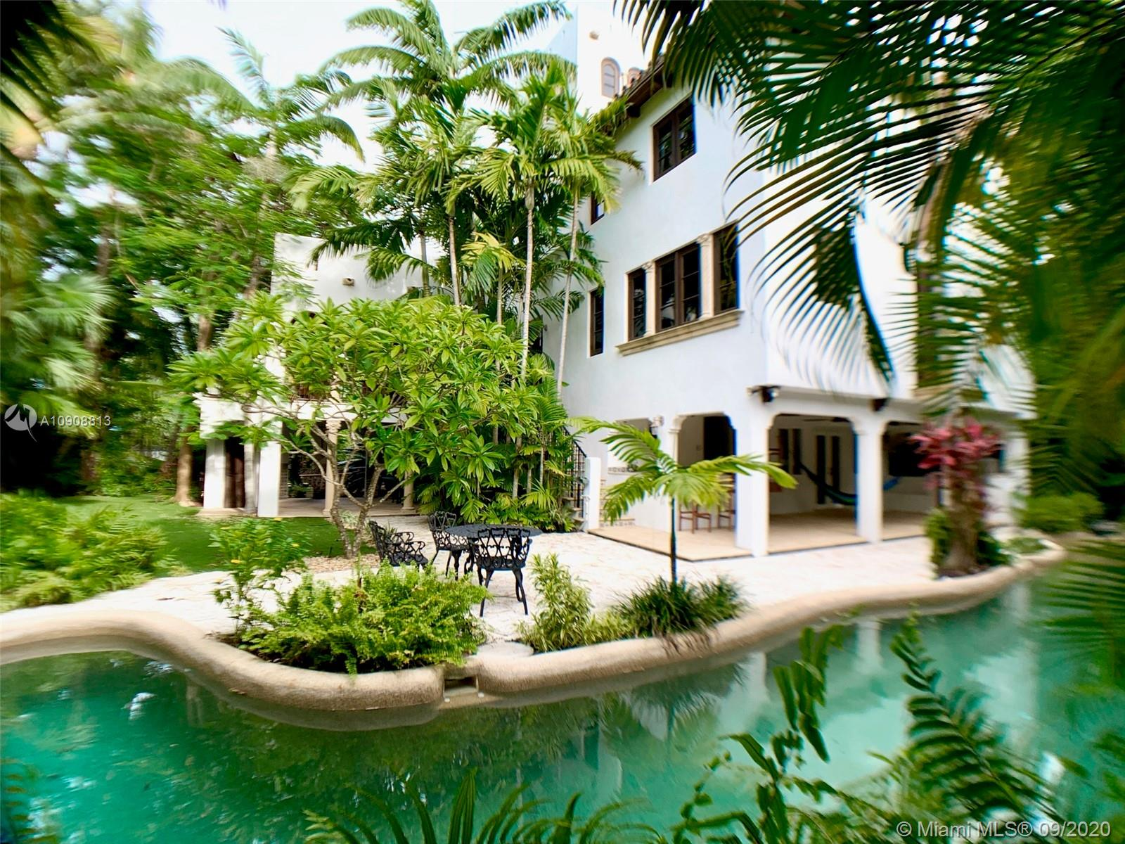 Tropical Isle Homes - 385 Ridgewood Rd, Key Biscayne, FL 33149