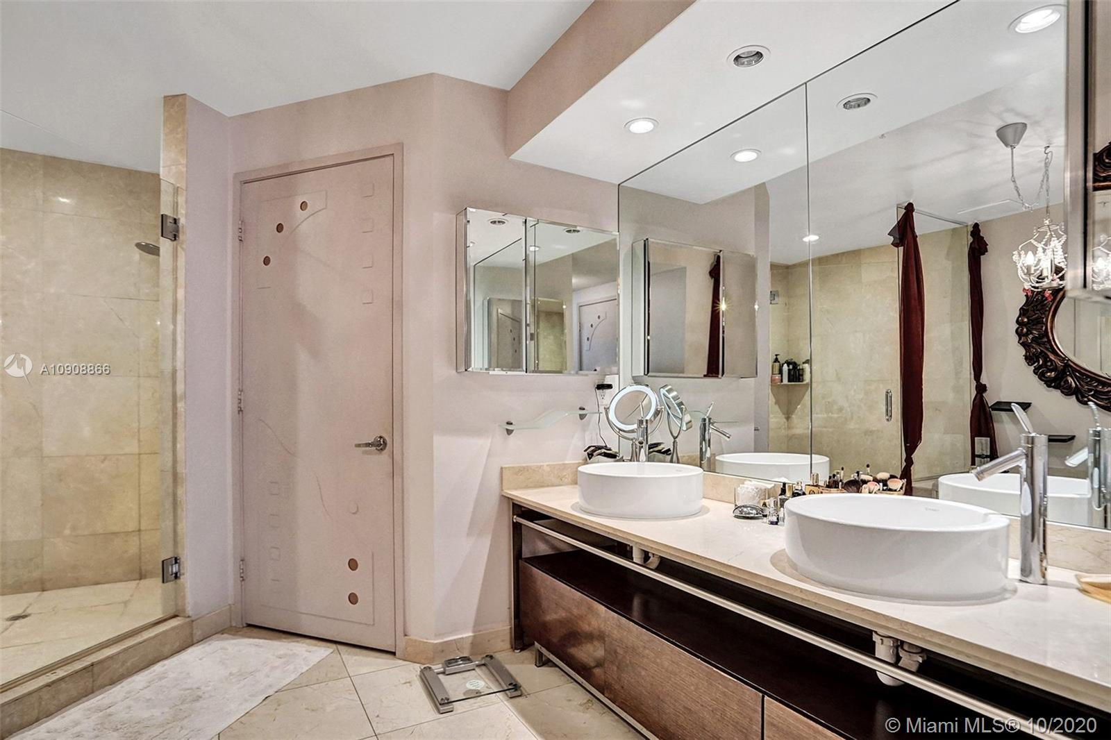 16275 Collins Ave #602 photo023