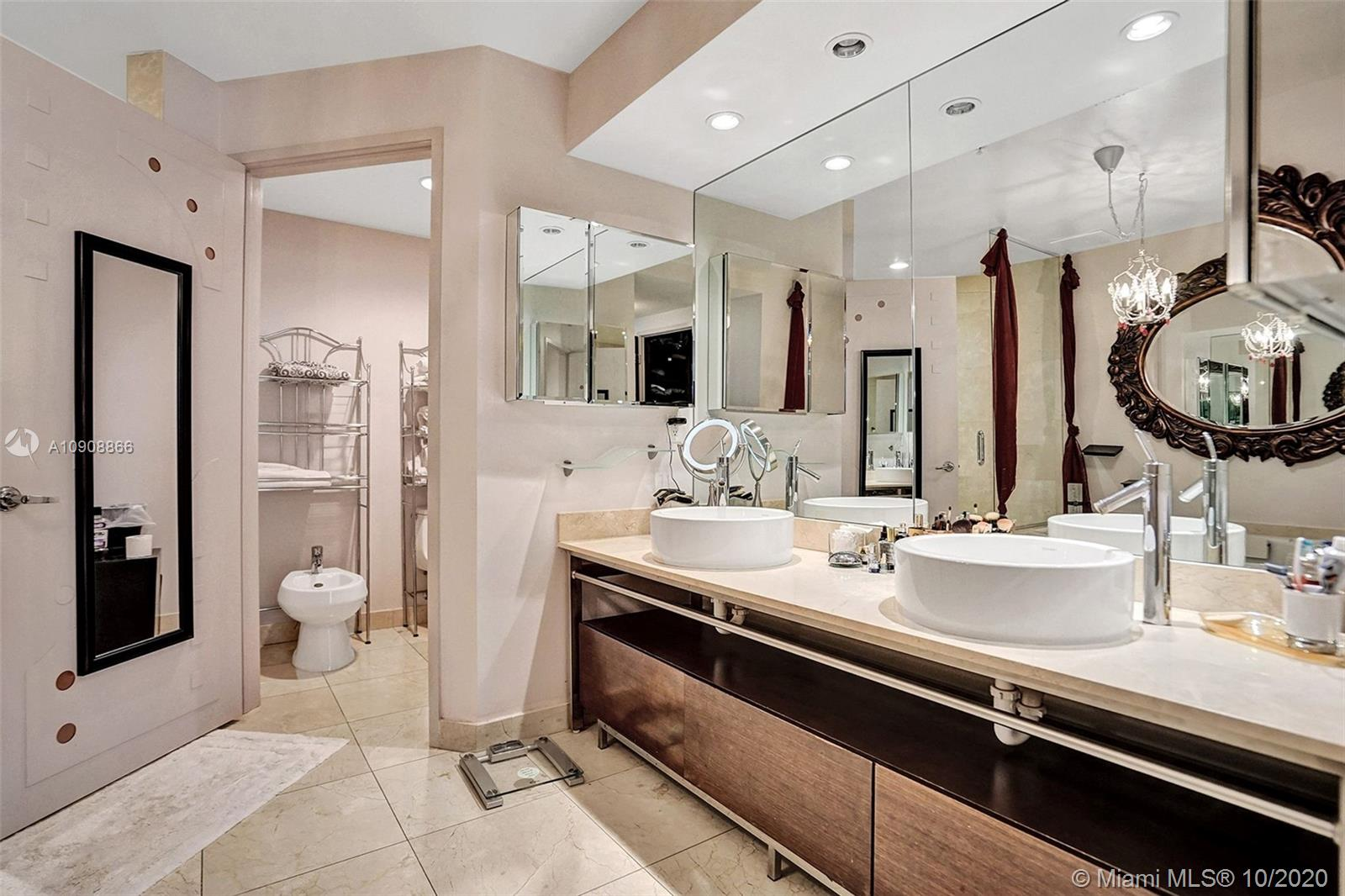 16275 Collins Ave #602 photo027