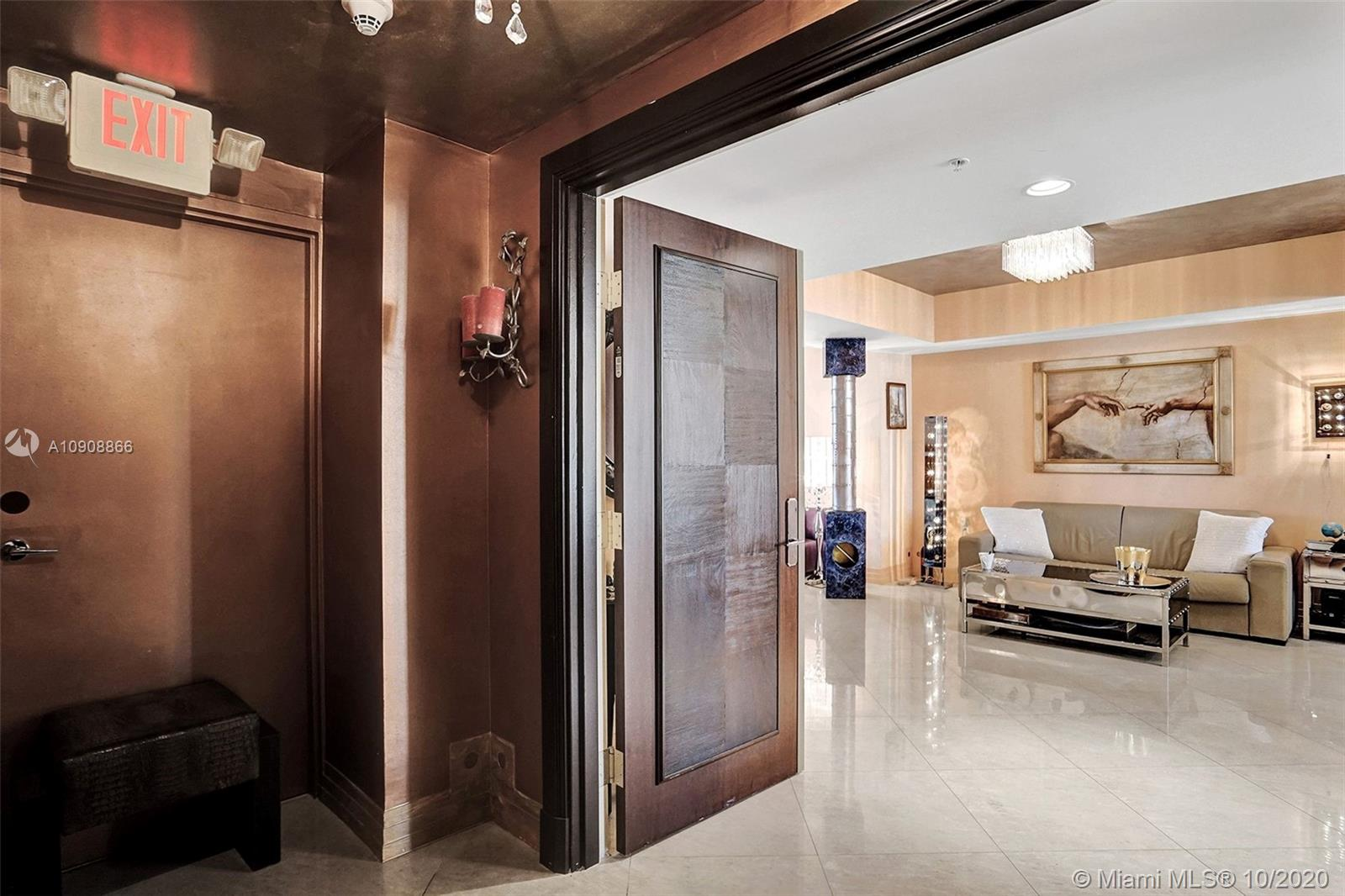 16275 Collins Ave #602 photo02