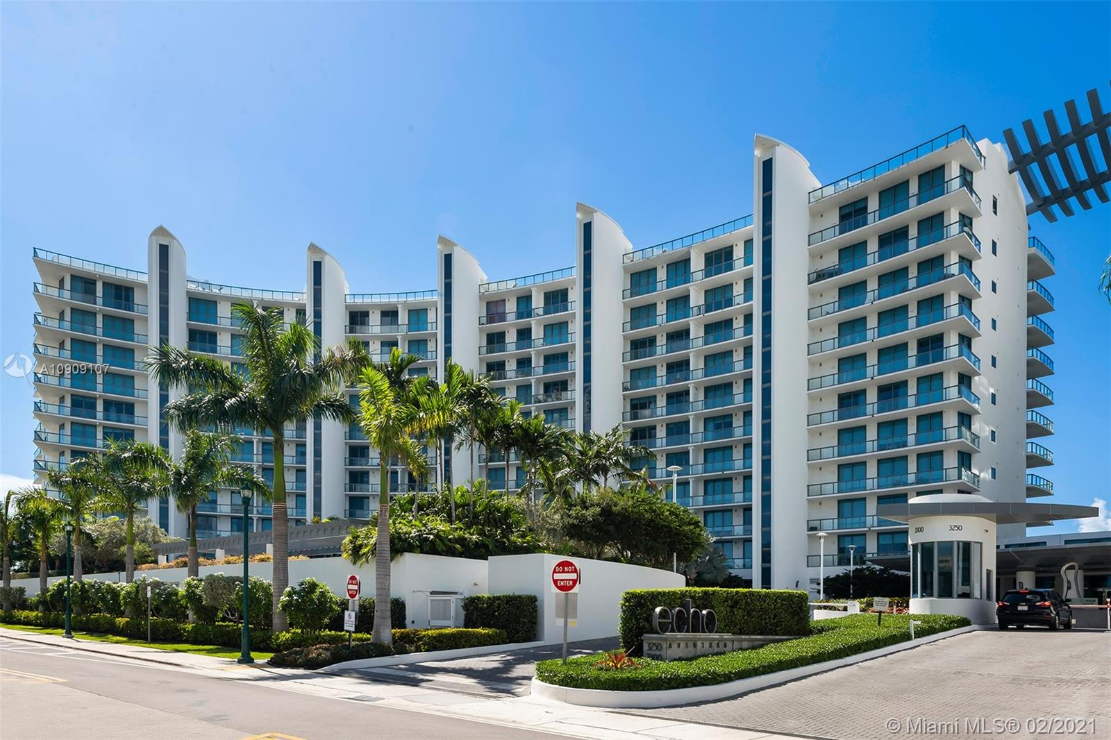 Photo of 3300 NE 188th St #916 listing for Sale