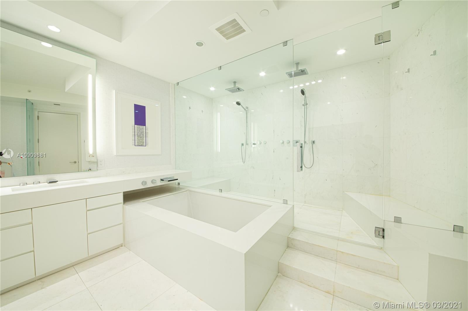 18555 Collins Ave #3403 photo012