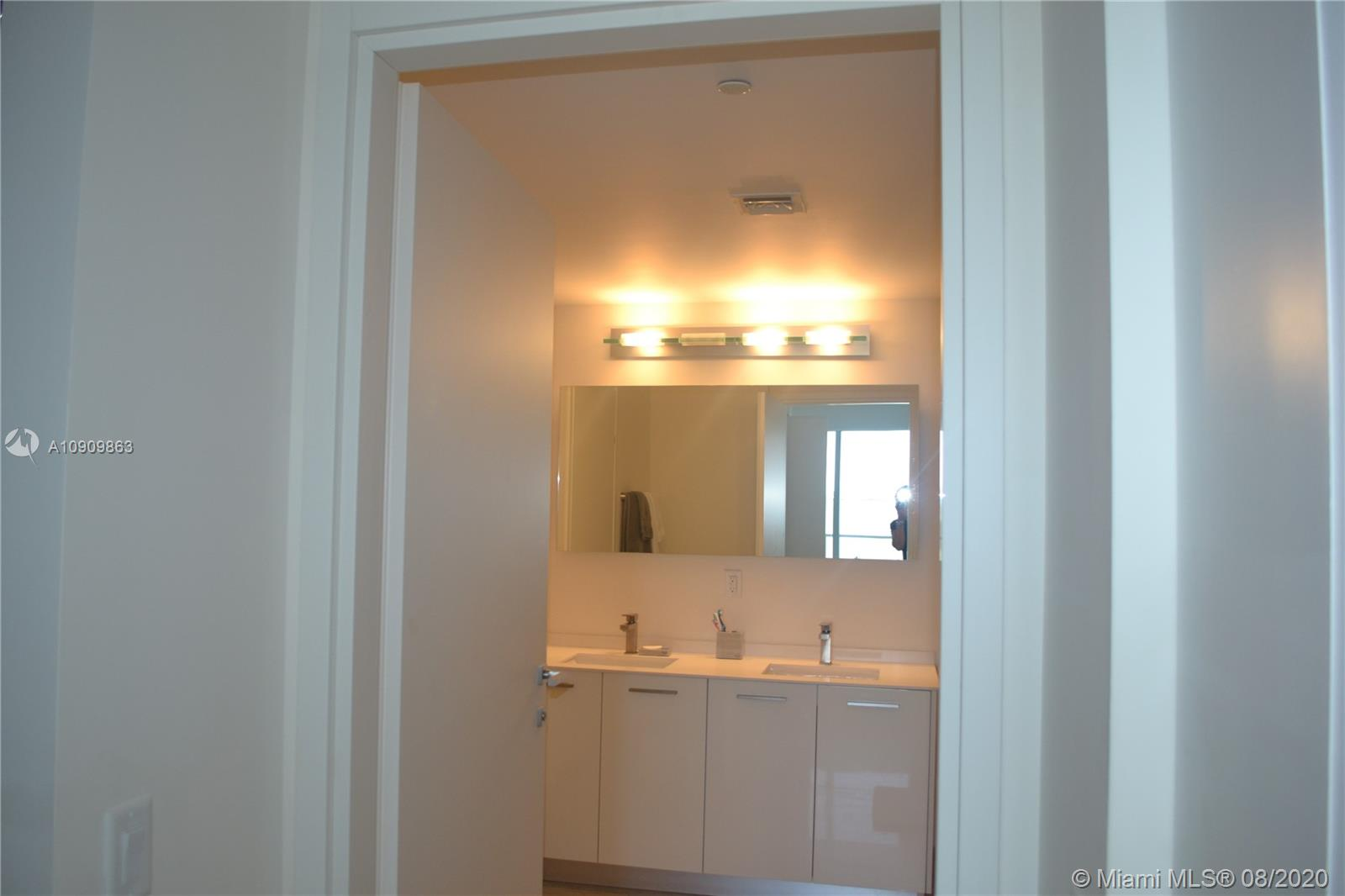 1300 Brickell Bay Dr #1708 photo014